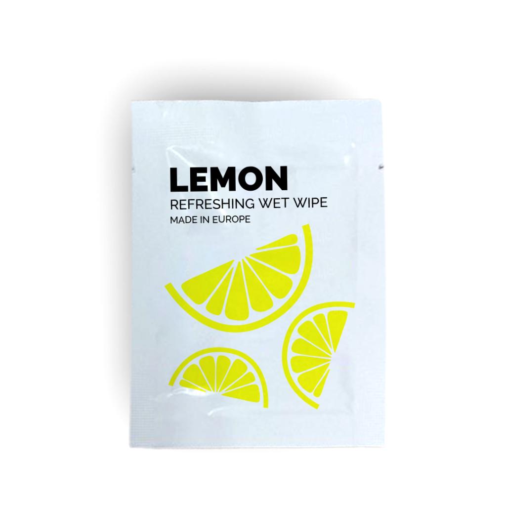 Toallita higiénica limón sobre blanco
